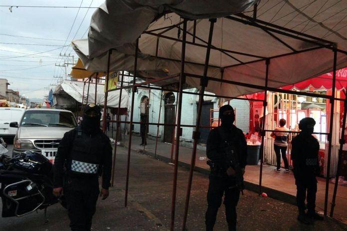 Detienen a 2 hombres en cateo en Tepito