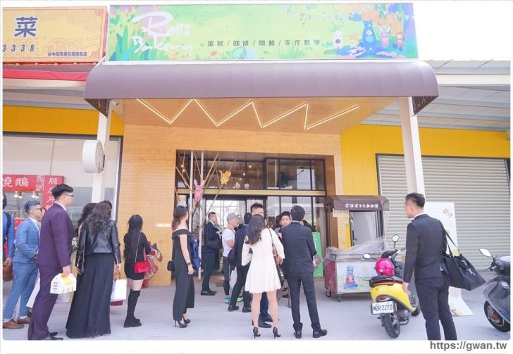 20180325234714 31 - 熱血採訪 | 卷卷蛋糕實體門市新開幕,買甜點送飲料,位置偏遠人潮卻不少