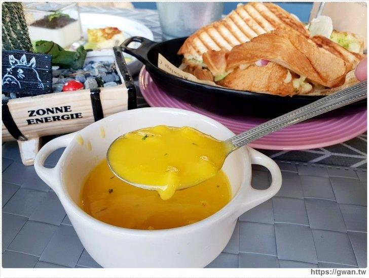 20190115230257 79 - 熱血採訪   晨光手作料理坊,早餐就能吃到巨無霸牛排可頌,平日不限時,點紅茶還可無限續杯!!