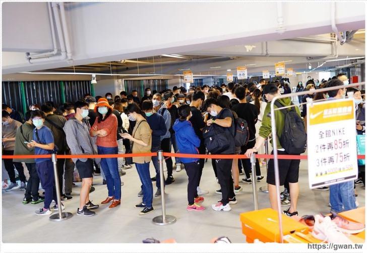 20200215141602 63 - 熱血採訪|全台獨家NIKE展示鞋清倉會在台中!人潮擠爆近200坪賣場,滿額還有星巴克買一送一