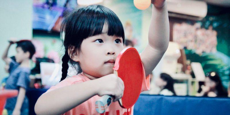 【體驗】台北兒童桌球教學教室‧乒乓島樂園,蔬果姐妹的桌球初體驗。