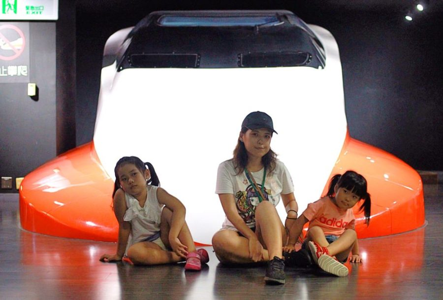桃園親子免費景點/台灣高鐵探索館,親子一同來體驗高鐵駕駛座艙的真實感