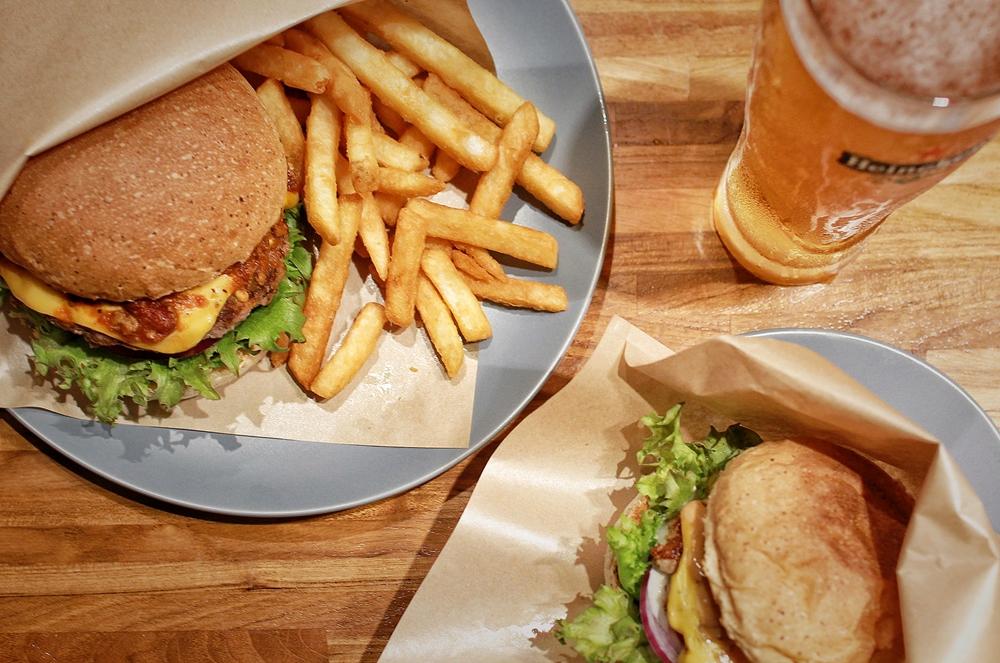 桃園美式美食/八德豐盛堂美式漢堡,新竹超有名超好吃的漢堡也到桃園插旗囉!