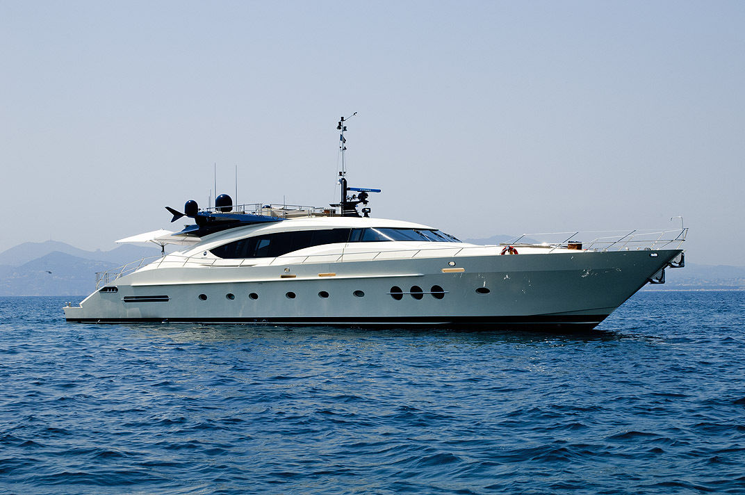 Palmer Johnson 120 For Rent Newport Rhode Island Caribbean Sea