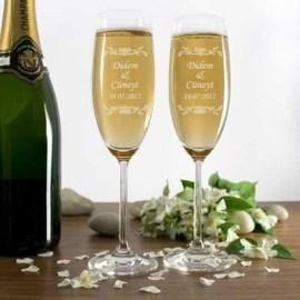 Kız Arkadaş İçin İsme Özel Yılbaşı Hediyesi Şampanya Kadeh Seti