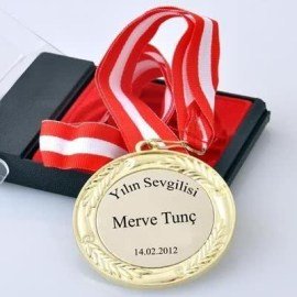 Sevgiliye Yılbaşı Hediyesi Yılın Sevgilisi Ödülü Madalya
