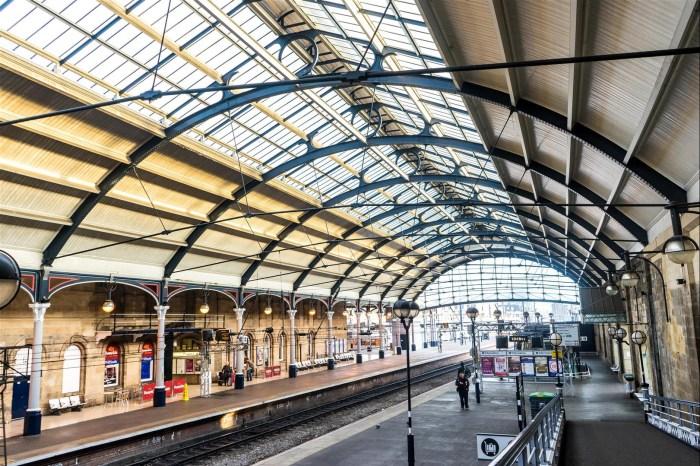 [想攝影43] 攝影日記 004 – 盯著火車月台看著