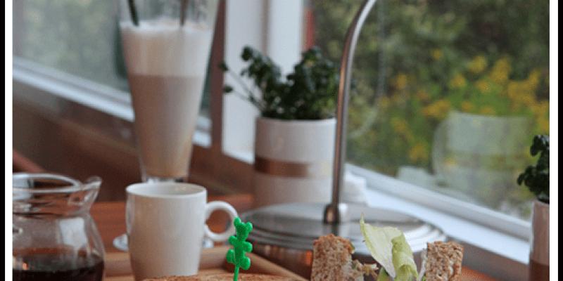【食記】高雄仁武 日光花恬精品咖啡館,幸福午茶、咖啡、草地香的寧靜時光。