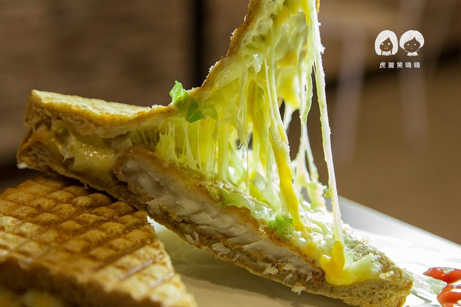 不賴的冰(高雄美食)夜貓的早午餐!牽絲起司帕尼尼與古早味香蕉清冰