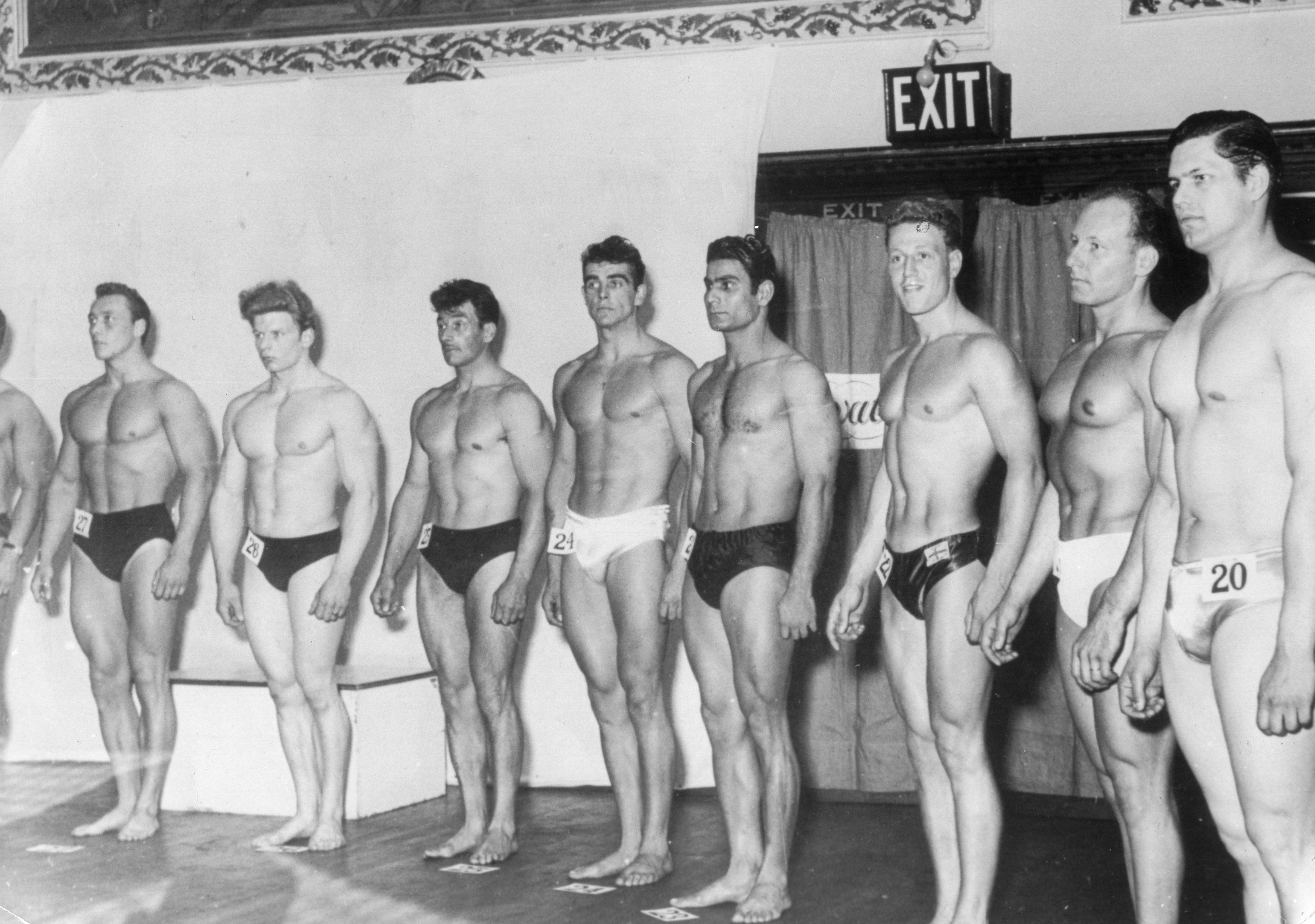 Connery, center, poses duringa bodybuilding competition.
