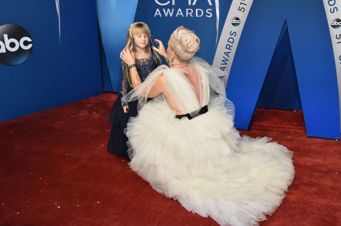 Pink And Her Daughter Rocked The CMA Awards Red Carpet Together Pink And Her Daughter Rocked The CMA Awards Red Carpet Together 5a0476641f000028004a4fd6