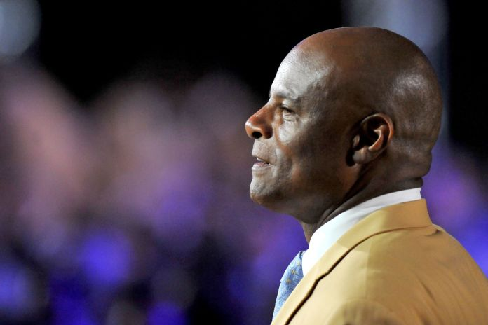 Famed Quarterback Warren Moon Hit With Sexual Harassment Lawsuit Famed Quarterback Warren Moon Hit With Sexual Harassment Lawsuit 5a28b73e150000d59f85bf1d