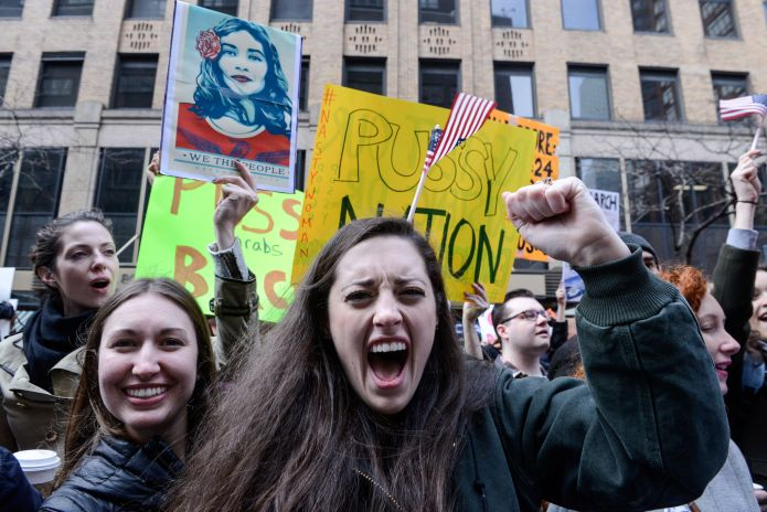 50 Photos From 2017 That Show The Power Of Women's Rage 50 Photos From 2017 That Show The Power Of Women's Rage 5a39717a1600004700c50e6a