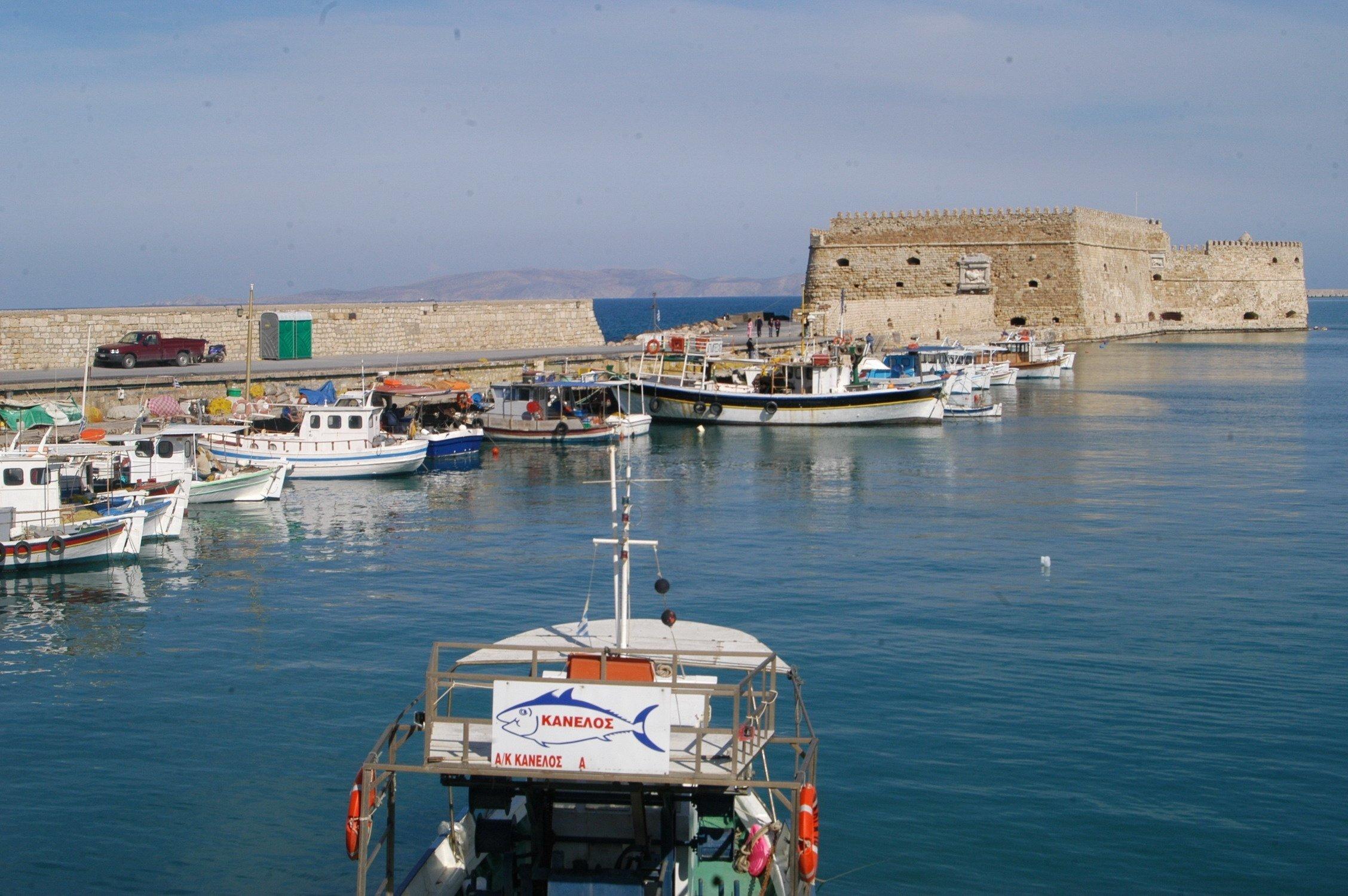Στο λιμάνι του Ηρακλείου προσέκρουσε το «Φαιστός Παλάς» κατά τη διαδικασία απόπλου