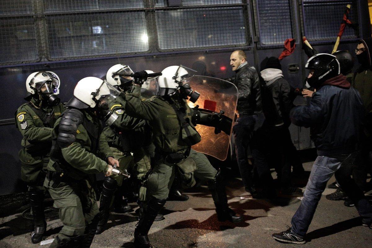 Θεσσαλονίκη: Επεισόδια μεταξύ αντιεξουσιαστών και ΜΑΤ