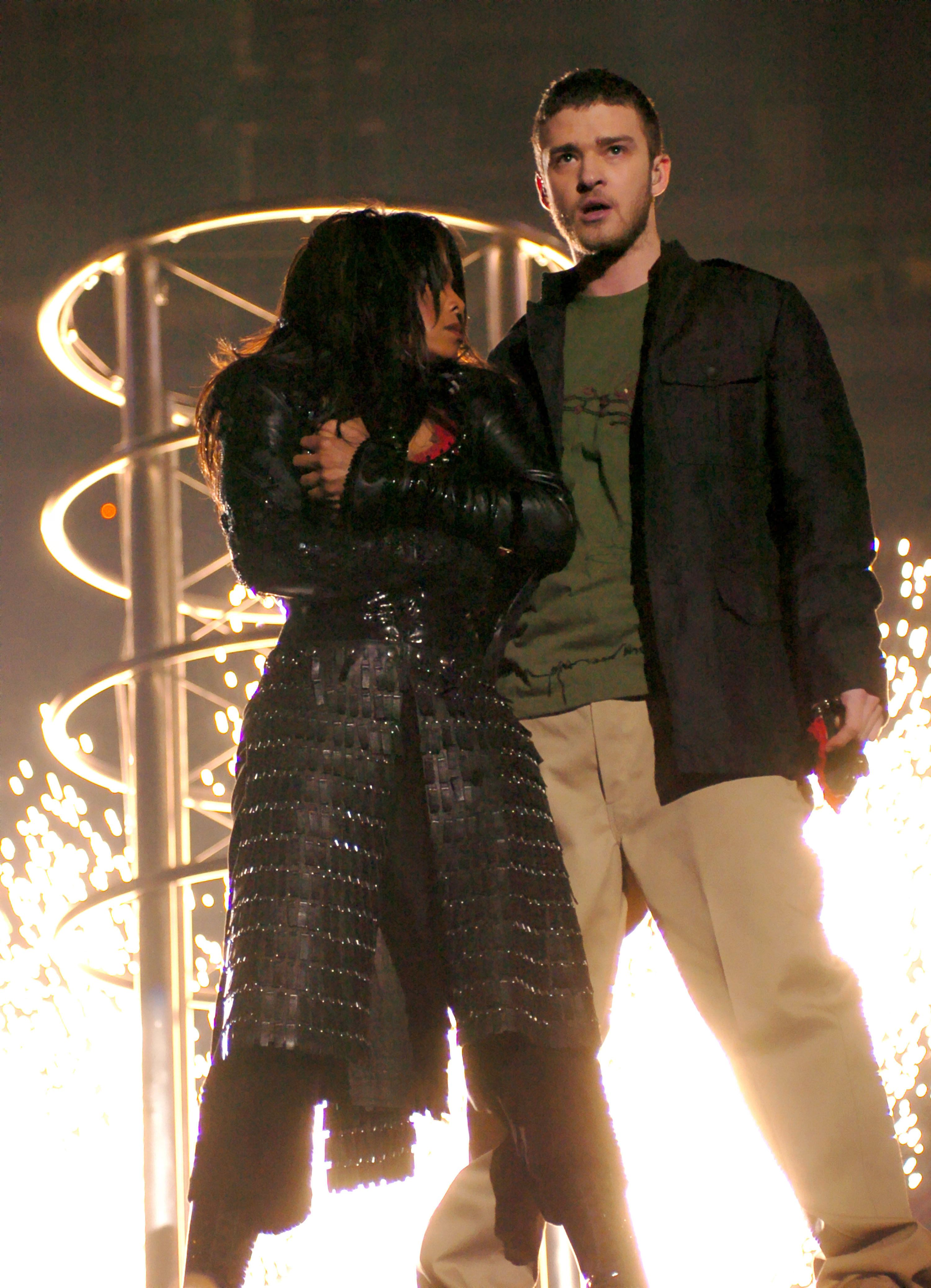 Janet Jackson and Justin Timberlake perform during the 2003 Super