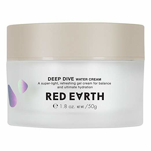 This hydrating lightweight gel cream is made with ceramide and collagen to give your skin balanced hydration while improving