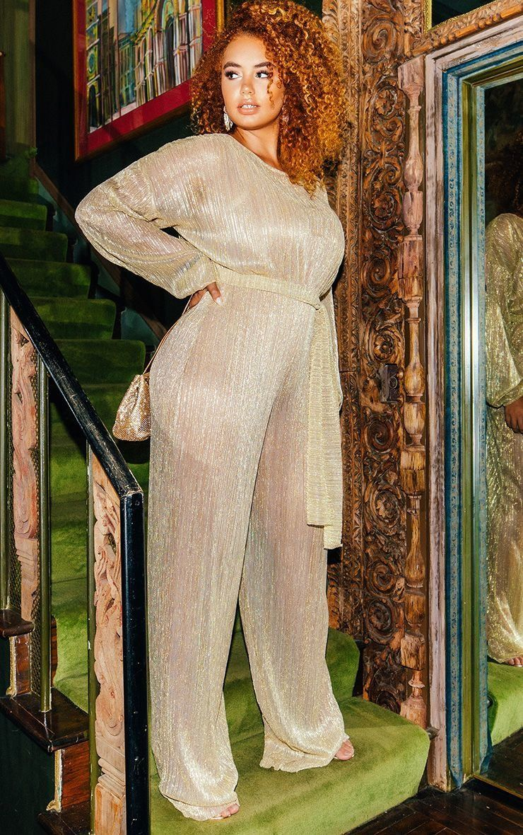 """<strong>Sizes</strong>: 0 to 24<br><a href=""""https://www.prettylittlething.us/gold-metallic-plisse-wide-leg-jumpsuit.html"""" tar"""