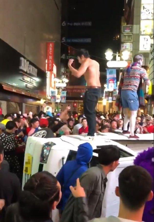 渋谷ハロウィン、今年も暴徒化…軽トラ横転、痴漢、盗撮、大量のごみ | ハフポスト