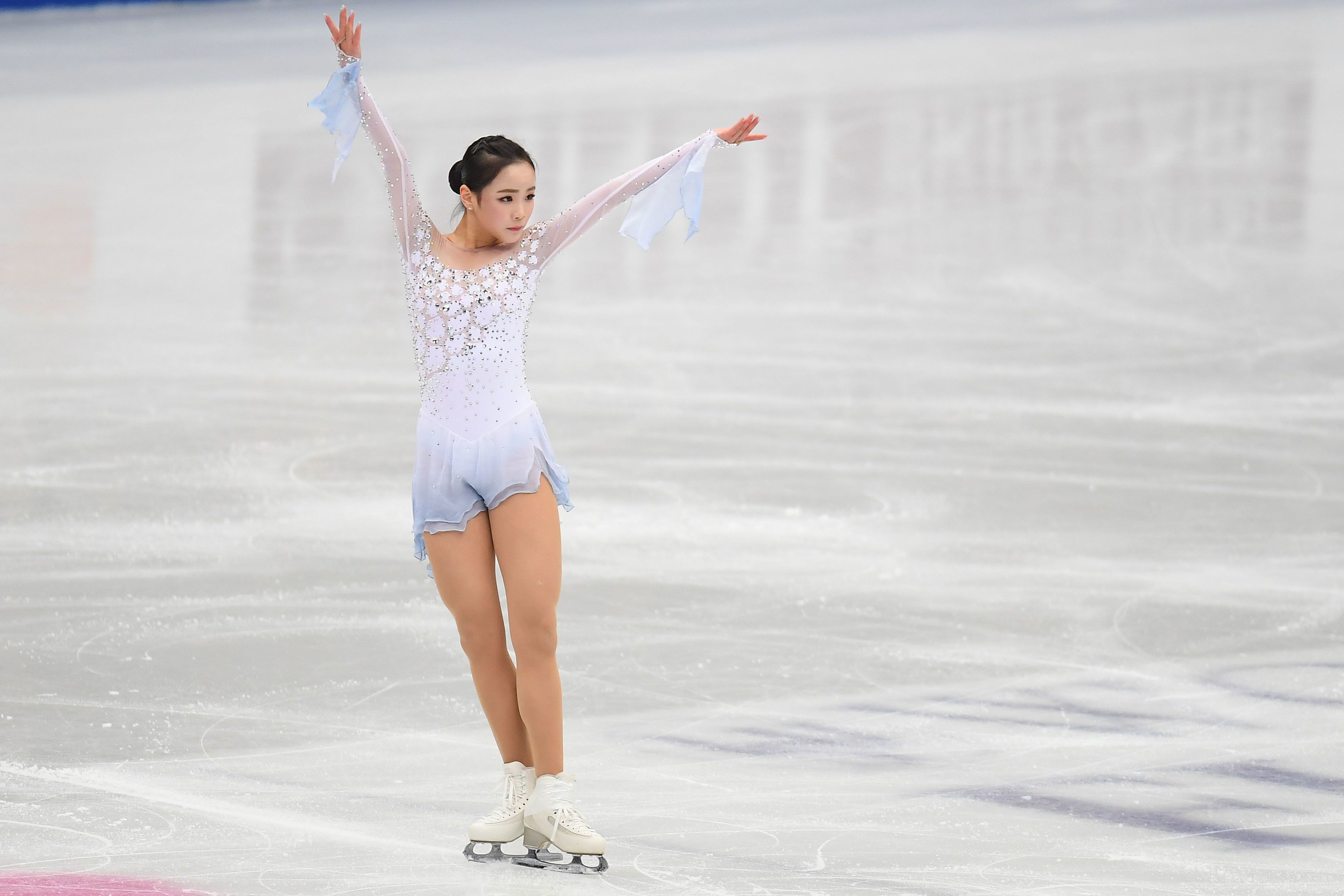 Lim went on to score a personal best in the short program, coming in fifth place, just ahead of Bell.