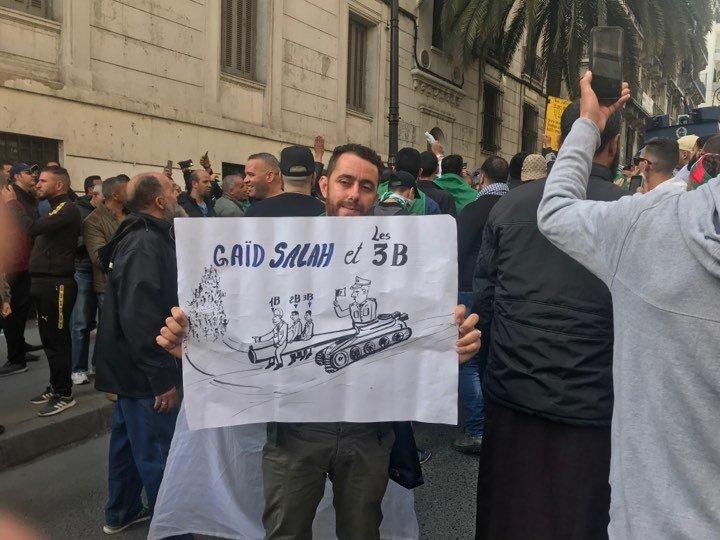 À la manifestation du vendredi, Gaid Salah en a eu pour son