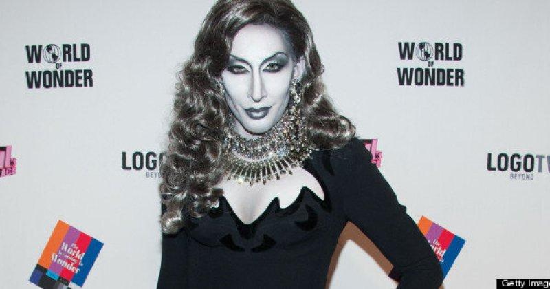 Drag Queen Detox Paints Body To Look