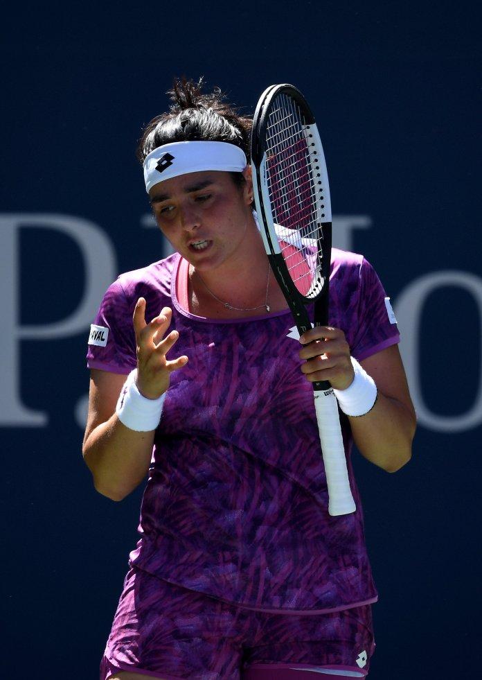 NEW YORK, NEW YORK - AUGUST 30: Women's singles third round match ...