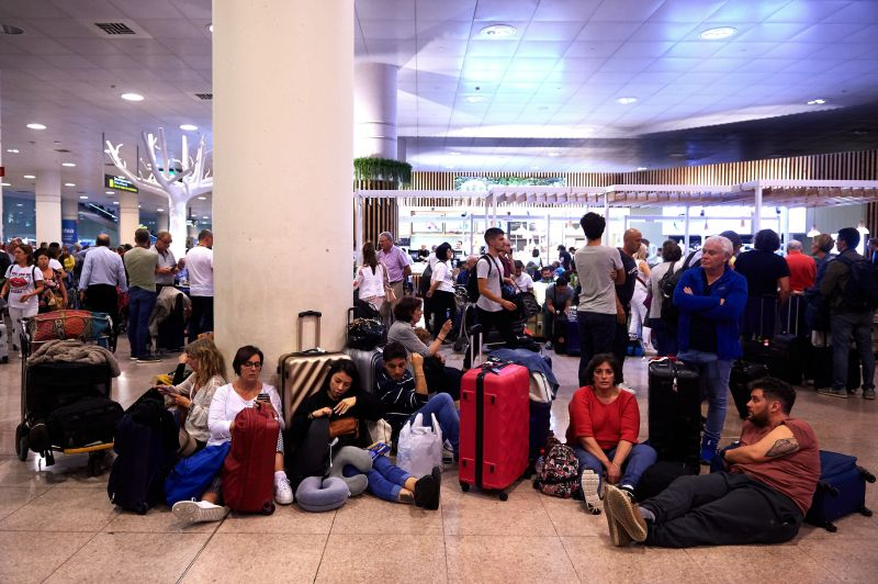 BARCELONA, SPAIN - OCTOBER 14: Passengers strand at the Barcelona Airport as thousands of protestors block the access in a protest following the sentencing of nine Catalan separatist leaders on October 14, 2019 in Barcelona, Spain. Spain's Supreme Court has sentenced nine Catalan separatist leaders to between nine and 13 years in prison over their role in the 2017 Catalan independence referendum. (Photo by Alex Caparros/Getty Images)