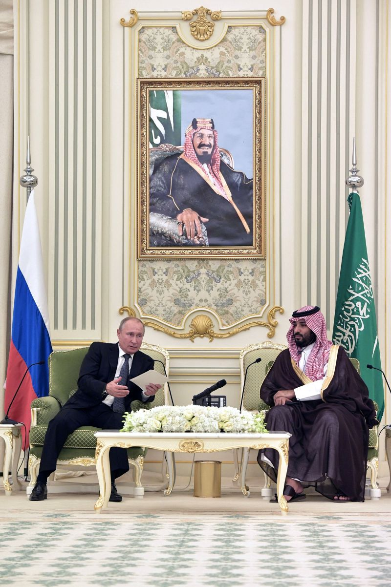 Russian President Vladimir Putin and Saudi Arabia's Crown Prince Mohammed bin Salman attend a meeting in Riyadh, Saudi Arabia, October 14, 2019.  Sputnik/Alexei Nikolsky/Kremlin via REUTERS ATTENTION EDITORS - THIS IMAGE WAS PROVIDED BY A THIRD PARTY.     TPX IMAGES OF THE DAY