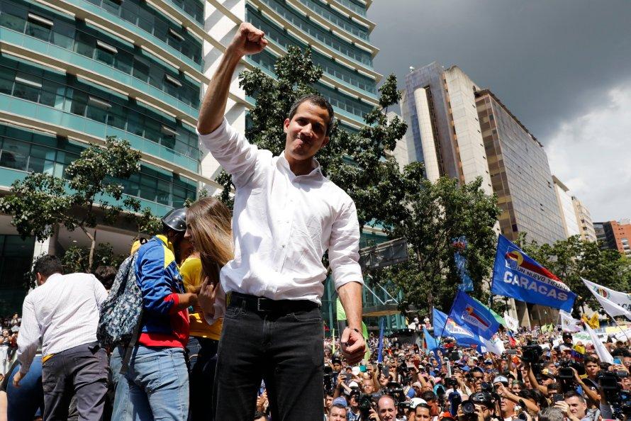 Juan Guaidó se declaró líder legítimo del país el 23 de enero de 2019, y desde entonces ha liderado el esfuerzo por destituir a Maduro.