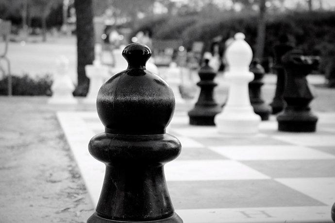 Εκείνοι σκάκι, εμείς,