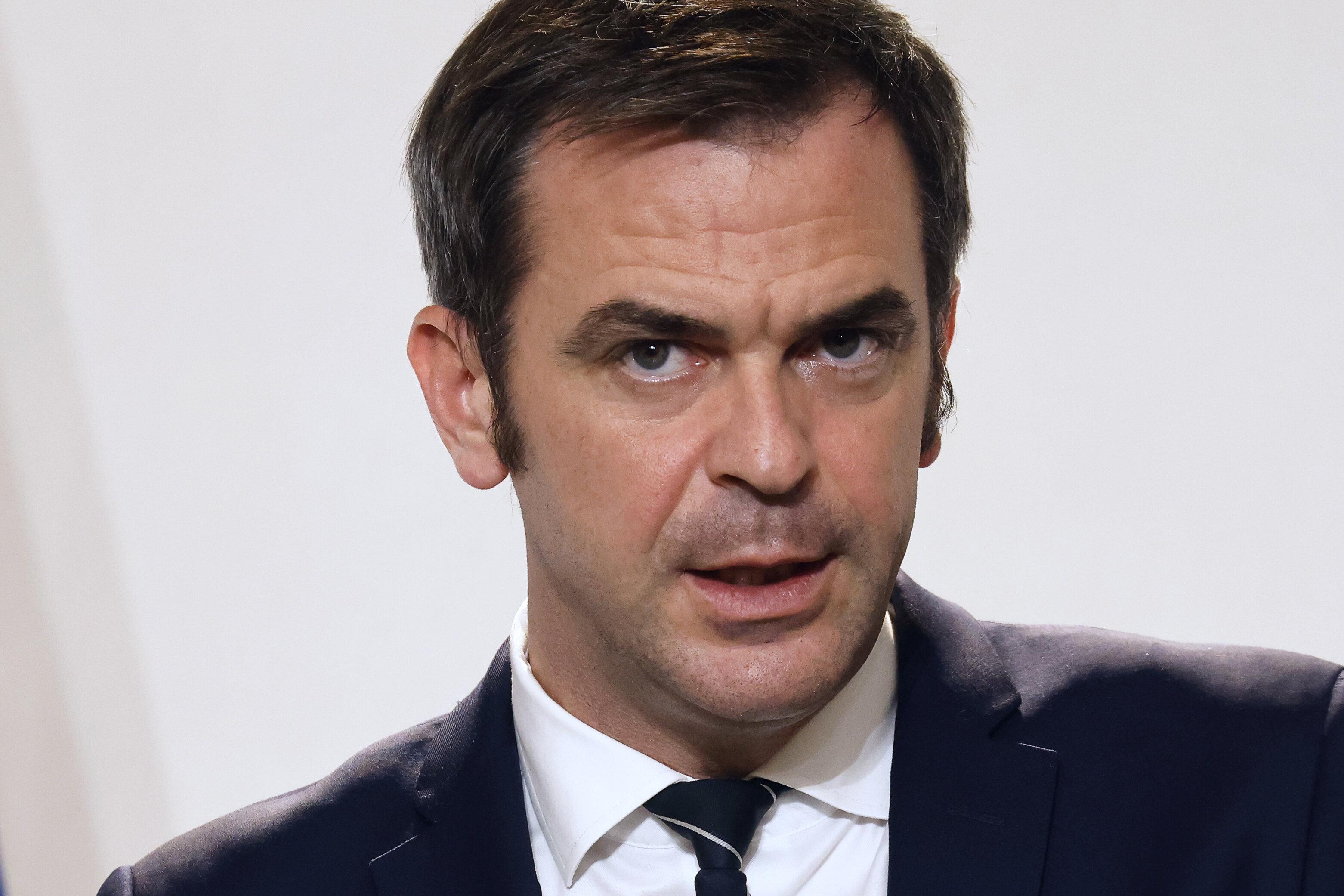 Olivier Veran lors d'une conférence de presse sur le covid-19 à Paris le 12 novembre 2020...
