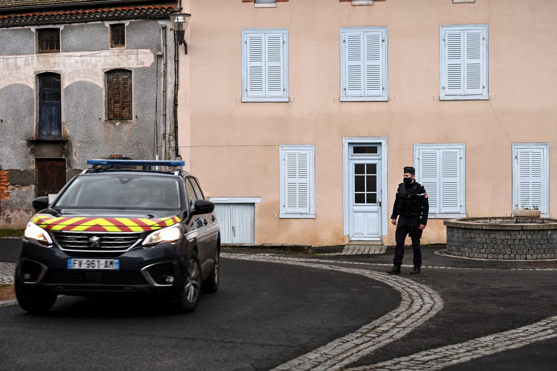 Trois gendarmes ont été tués et un quatrième blessé dans une intervention...