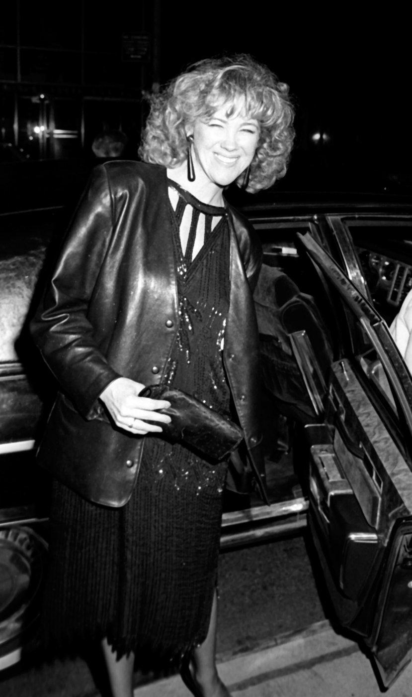 30 Photos Of Catherine O'Hara's Style Ev…