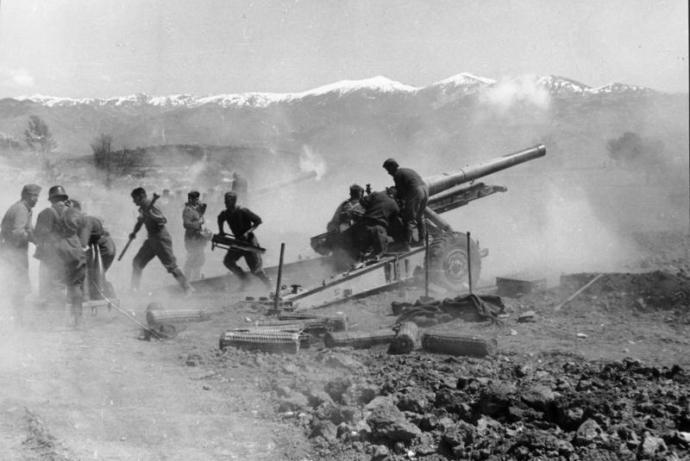 Βομβαρδισμός Ελληνικών θέσεων από το Γερμανικό