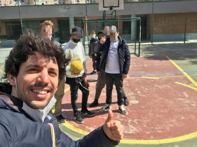 """Dal sogno del dottorato a Oxford ai corsi per gli adolescenti di Scampia: """"Qui mi sento utile"""" (di A. Marrocco)"""