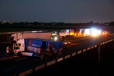 Assalto a portavalori: chiusa l'A1, Italia tagliata in due. Rapinatori in fuga