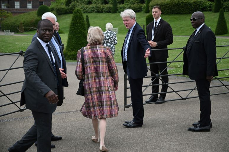 Spencer, Fellowes and Diana's other sibling, Lady Sarah McCorquodale, arrive at the unveiling.