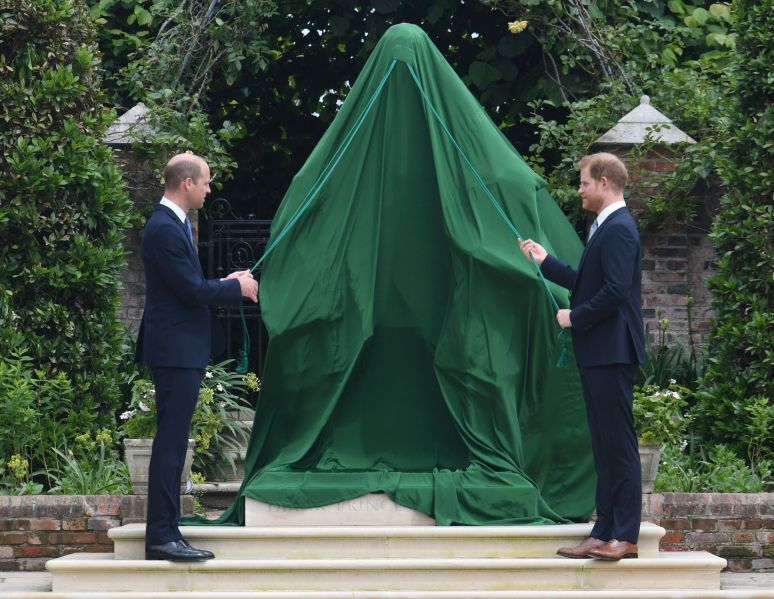 The brothers prepare to unveil the statue.