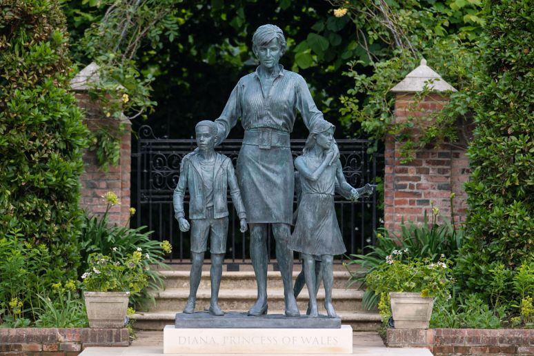 Diana's short cropped hair, style of dress and portrait are based on the final period of her life. Beneath the statue is a pl