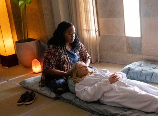 Spa manager Belinda (Natasha Rothwell) gives Tanya (Jennifer Coolidge) a massage on the HBO limited series.