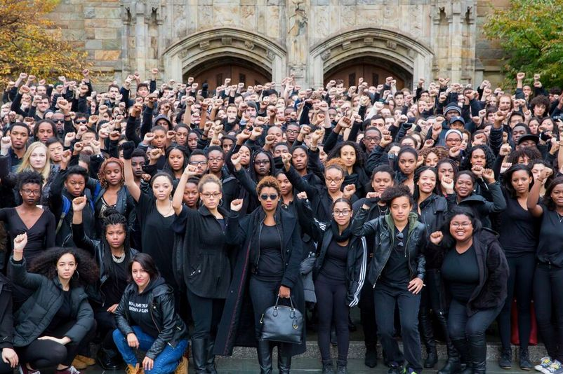 "<span class='image-component__caption' itemprop=""caption"">Students at Yale stand in solidarity with Mizzou. </span>"