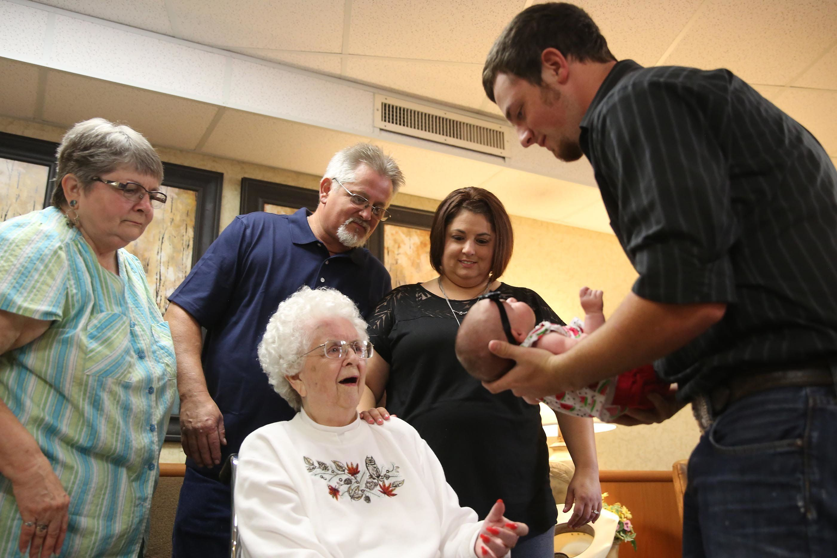 See The Precious Moment A 97-Year-Old Met Her Great-Great ...
