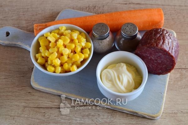 Салат с морковкой, колбасой и кукурузой — рецепт с фото ...