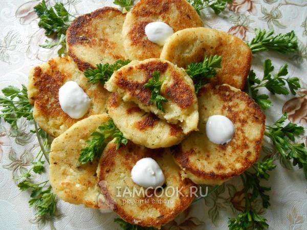 Оладьи из картофельного пюре с творогом зеленью и