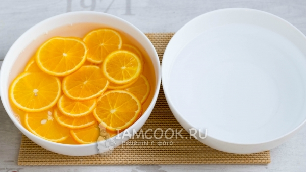 Put orange slices in water