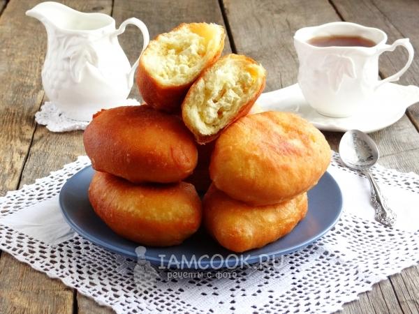 Жареные пирожки с творогом на сковороде — рецепт с фото ...