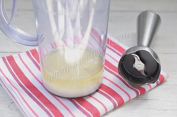 Взбить ингредиенты в чаше блендера