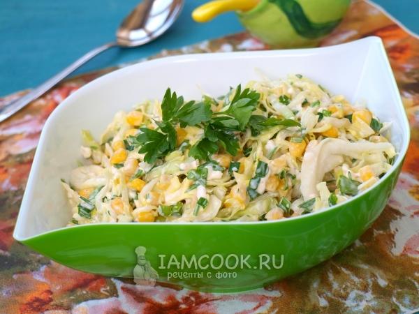Салат с молодой капустой, кукурузой и плавленым сыром ...