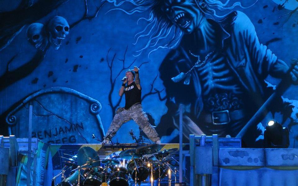 Músicos do Iron Maiden ensinam como ganhar (muito) dinheiro com a pirataria